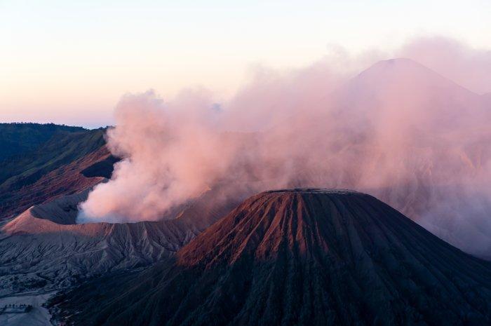 Lever de soleil sur le mont Bromo, Java, Indonésie
