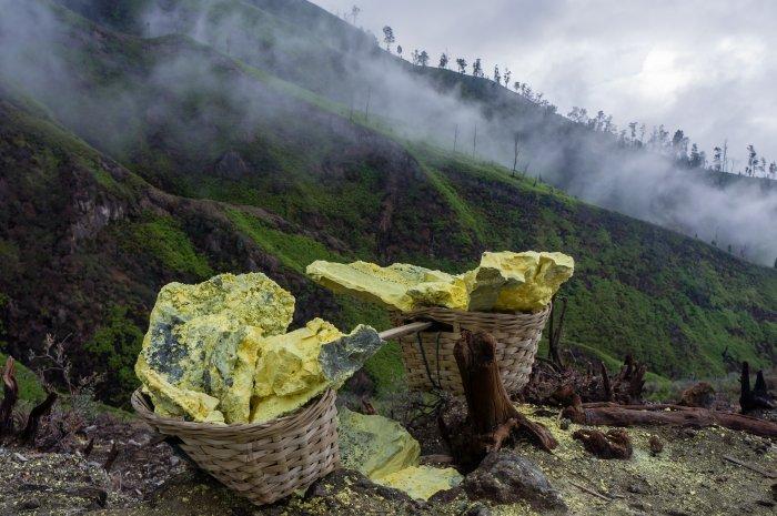 Paniers de soufre, Kawah Ijen, Indonésie