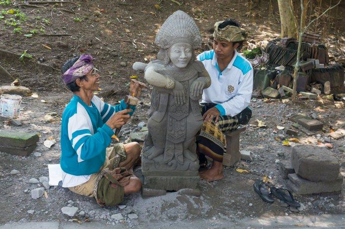 Sculpteurs indonésiens