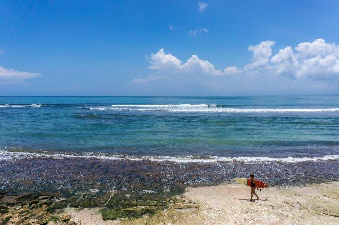 Surfeuse à Bingin, Bali