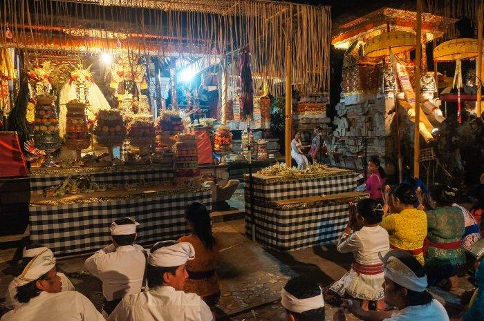 Cérémonie au temple à Bali