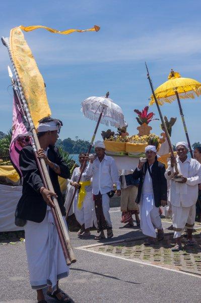 Cérémonie au Pura Ulun Danu Beratan, Bali, Indonésie