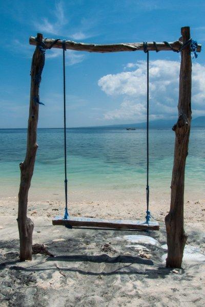 Balançoire sur la plage à Gili Meno