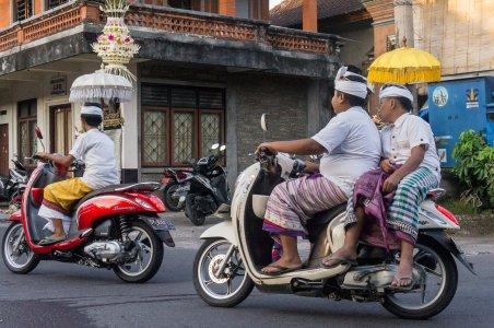 Balinais en scooter