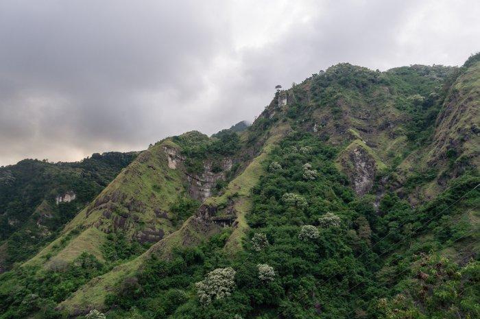 Collines à Florès, Indonésie