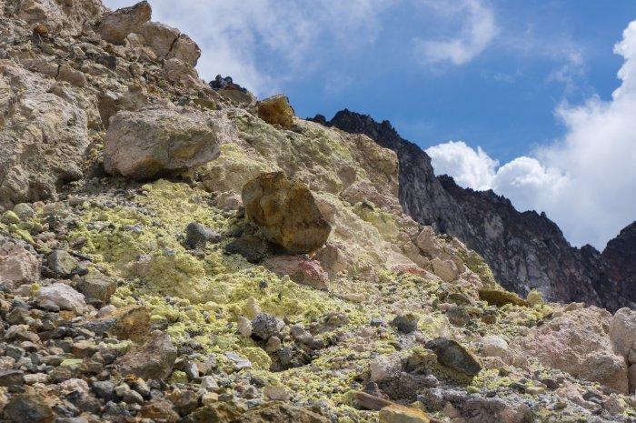 Pierre volcanique, Florès