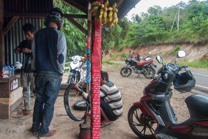 Garagiste à Flores, Indonésie