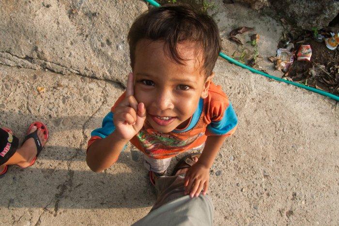 Enfant à Labuan Bajo, Flores