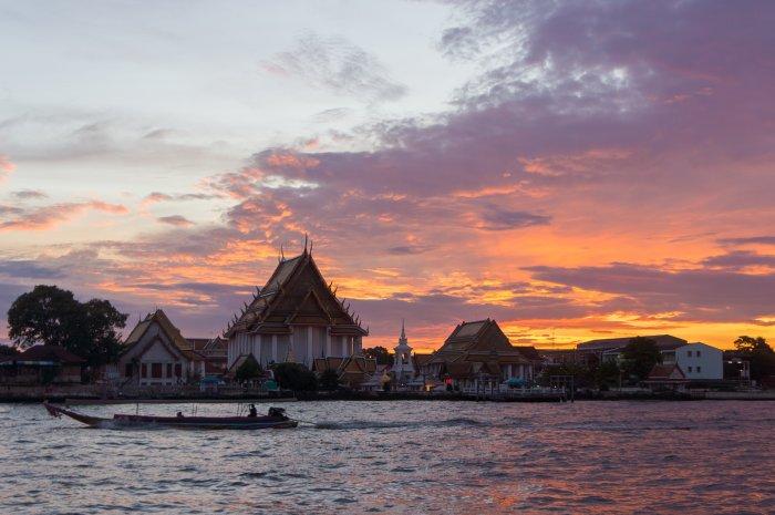 Coucher de soleil sur le Wat Arun, Bangkok