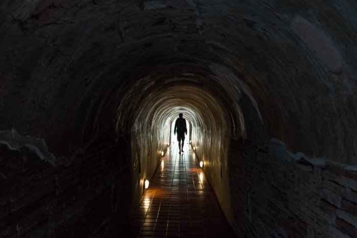 Tunnel au Wat Umong, Chiang Mai, Thaïlande