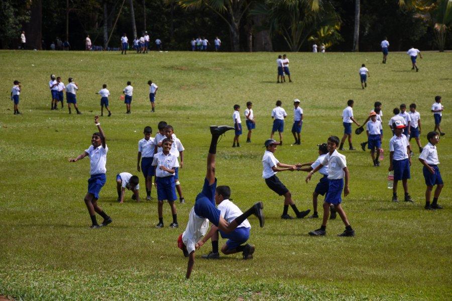 Enfants qui jouent, Jardin botanique de Kandy, Sri Lanka