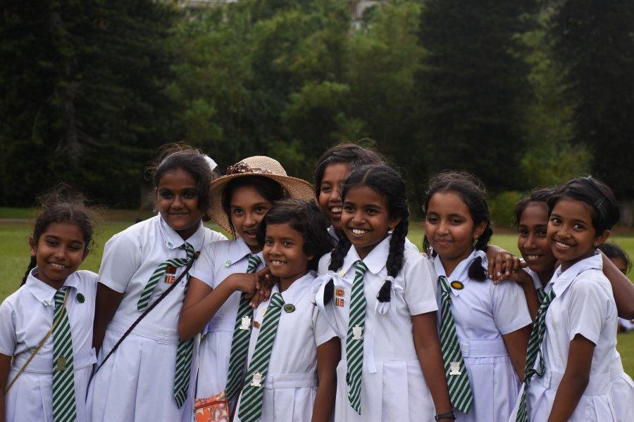 Bande de filles, Jardin botanique de Kandy, Sri Lanka
