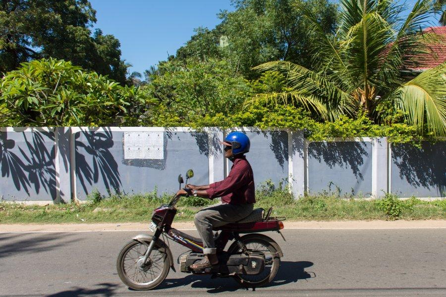 Sri Lankais à mobylette à Jaffna
