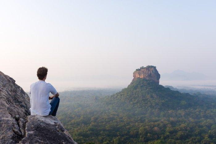 Vue sur le Lion's rock depuis le Pidurangala rock, Sigiriya, Sri Lanka