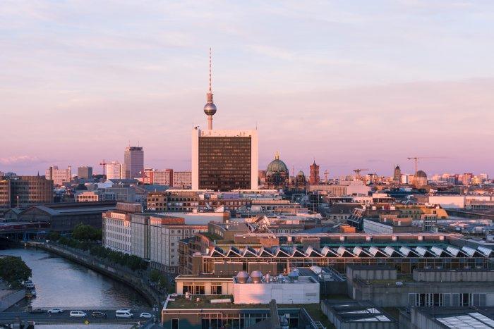 Vue sur Berlin au coucher du soleil
