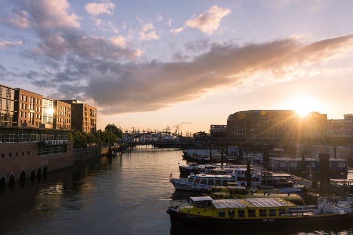Hambourg au coucher du soleil