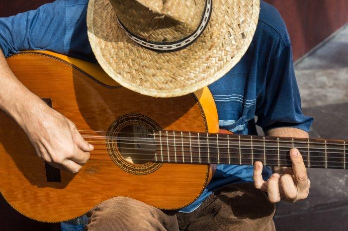 Joueur de guitare à Valence, Espagne