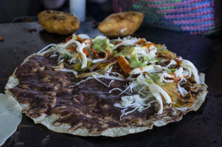 Tlayuda, plat mexicain de Oaxaca
