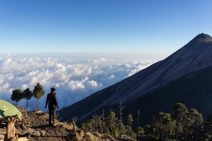 Campement devant le volcan Fuego, Guatemala
