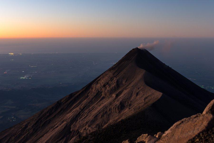 Lever de soleil sur le volcan Fuego