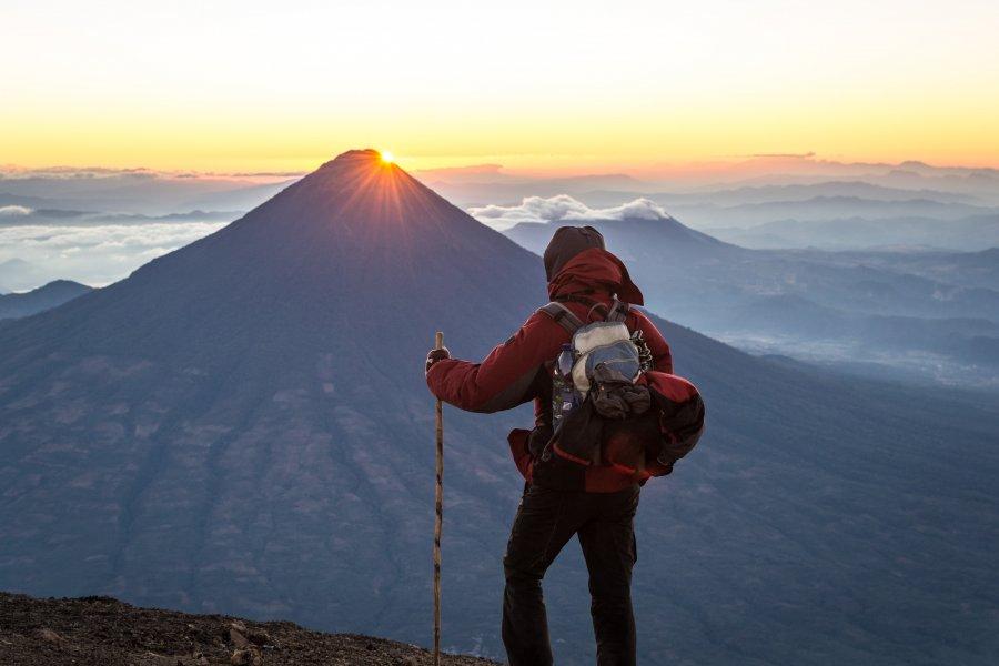 Lever de soleil sur le volcan Agua, Guatemala