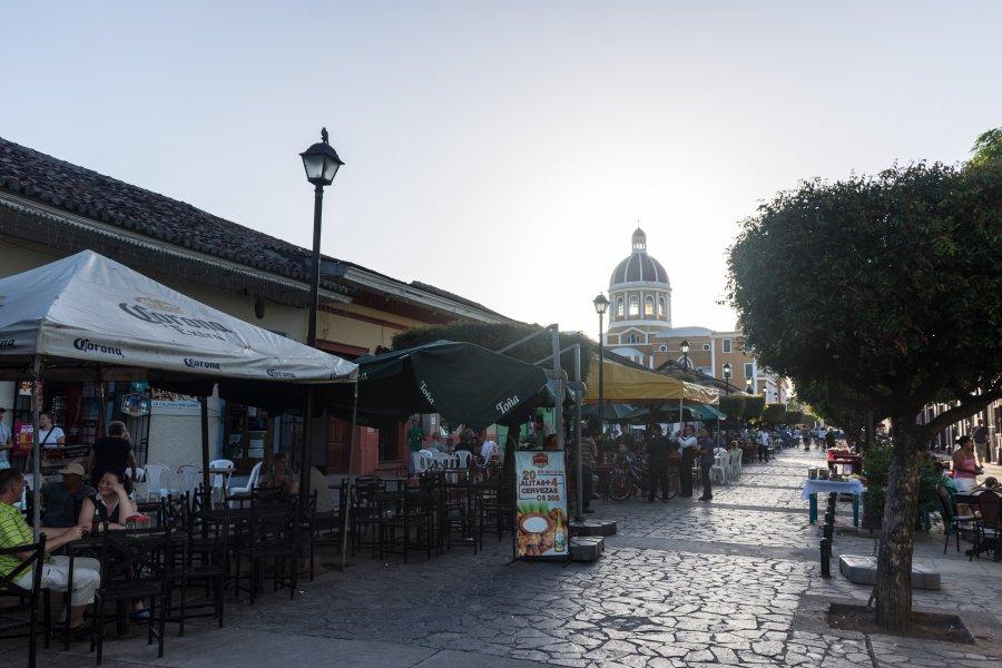 Rue des bars à Grenade, Nicaragua