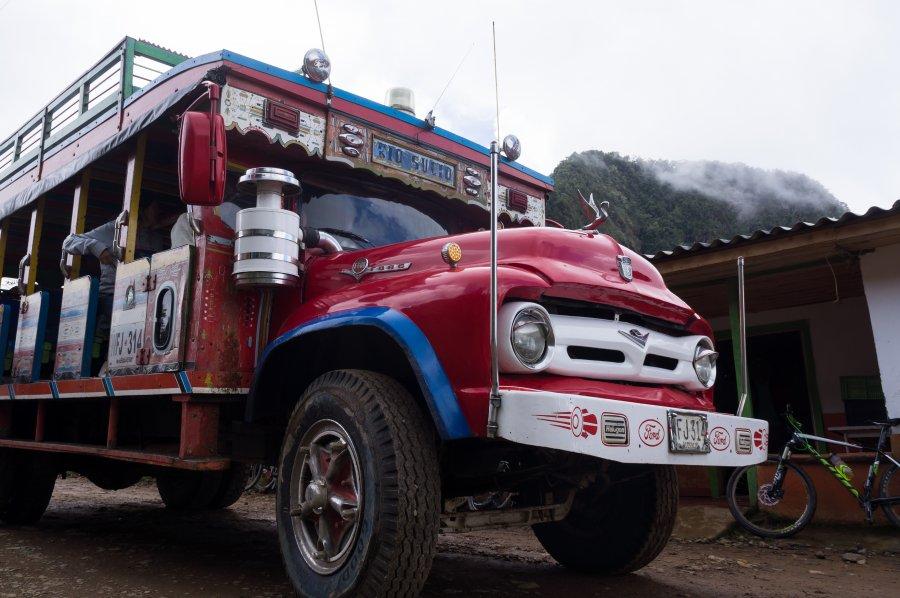 Chiva en Colombie