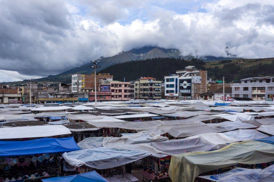 Place des ponchos, Otavalo, Équateur