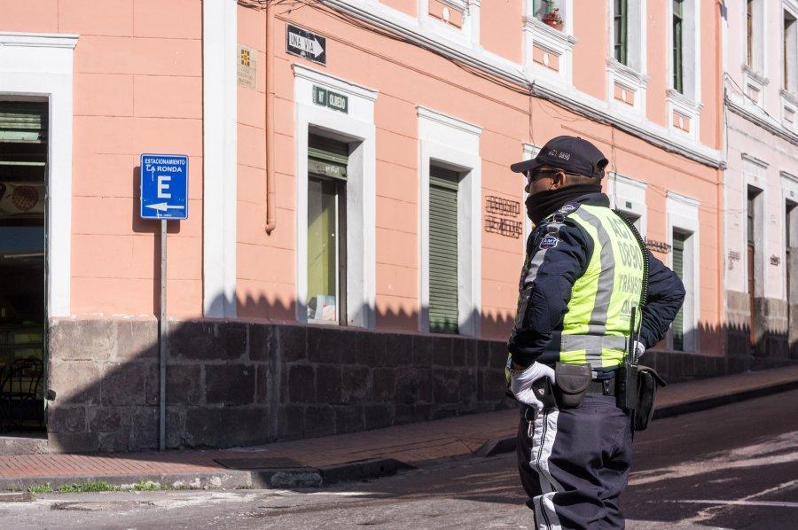 Policier à Quito, Equateur
