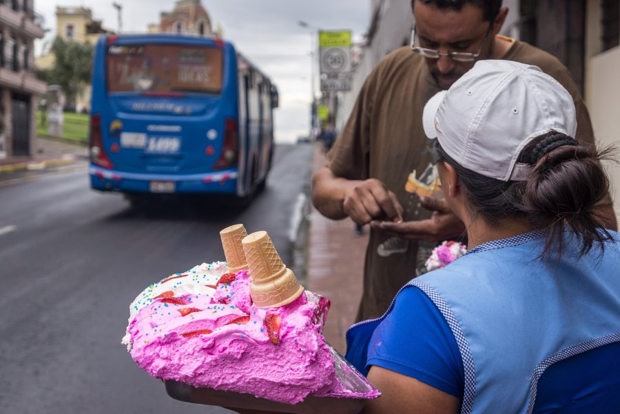 Vendeuse de glaces à Quito, Équateur