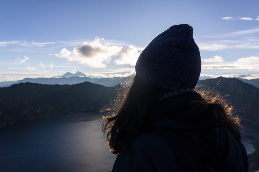 Lever de soleil sur la lagune de Quilotoa