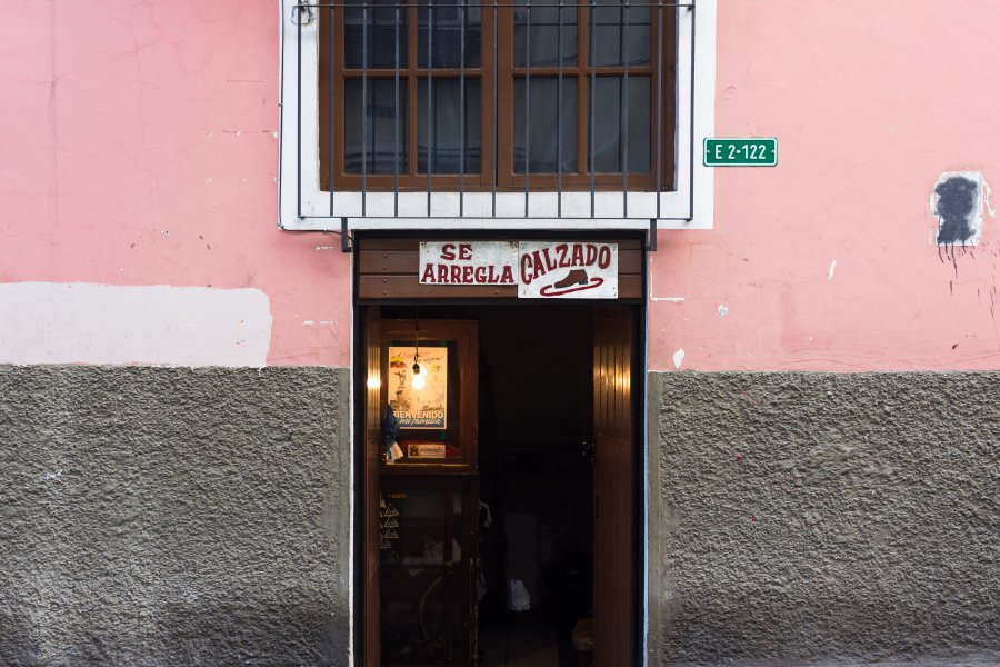 Vendeur de chaussures à Quito