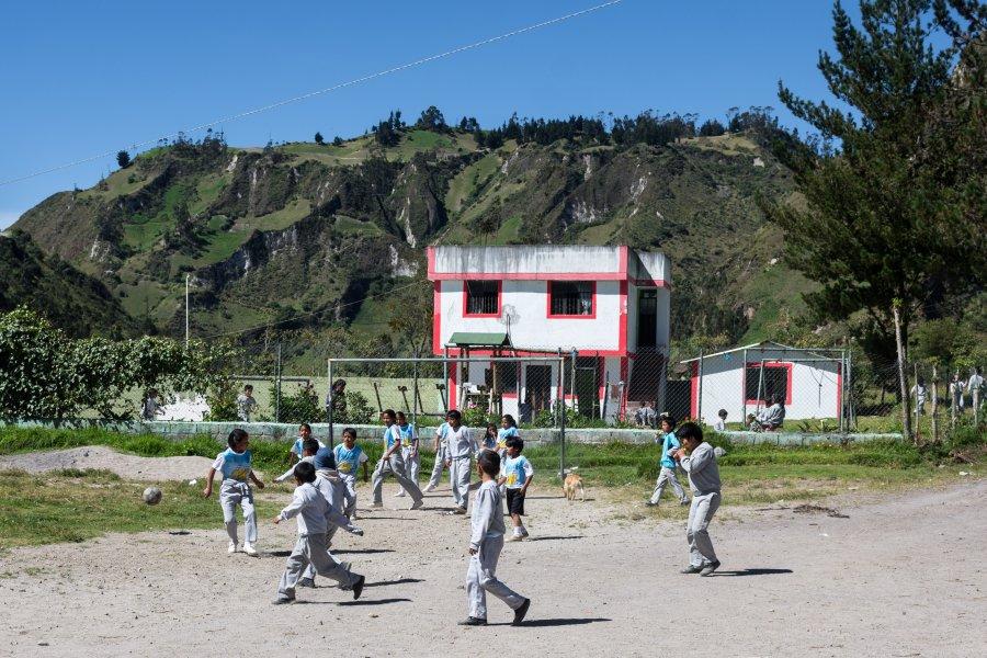 Enfants qui jouent au foot, Équateur