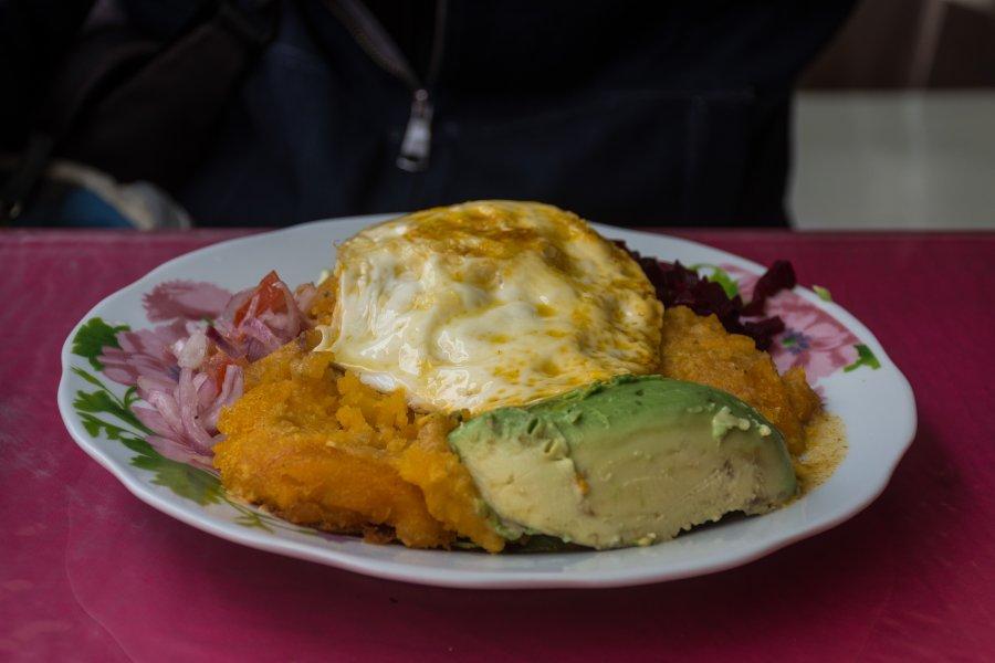 Papas con huevo, cuisine équatorienne