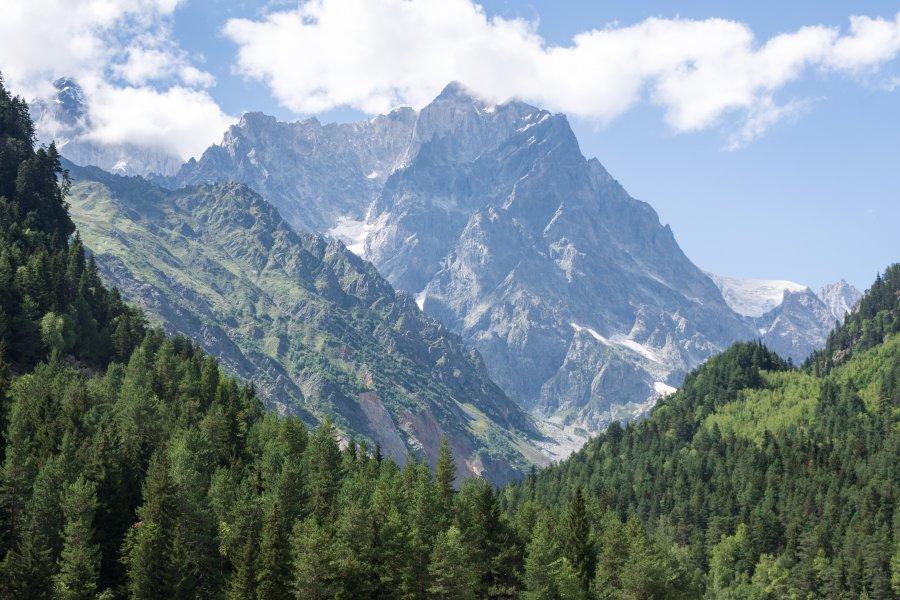 Randonnée vers le glacierChalaadi, Mestia, Géorgie