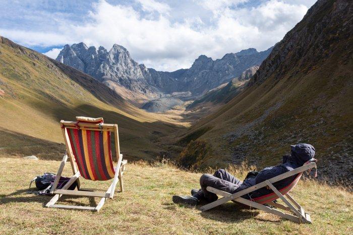 Détente dans les montagnes de Kazbegi, Chaukhi, Juta, Géorgie