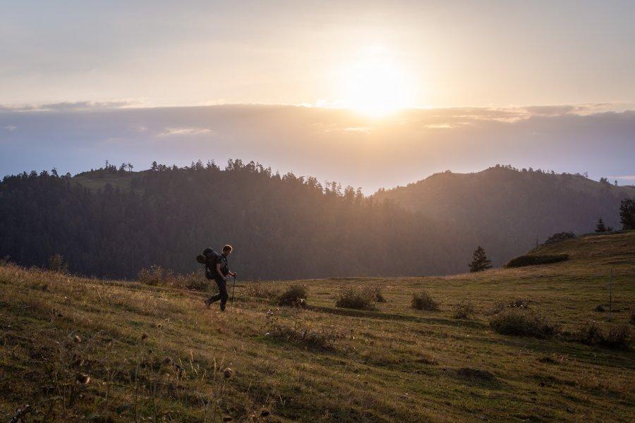 Lever de soleil dans le parc national de Borjomi, Géorgie
