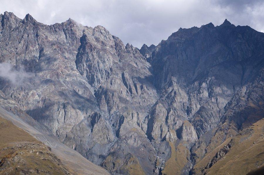 Montagnes au-dessus de Stepantsminda, Géorgie