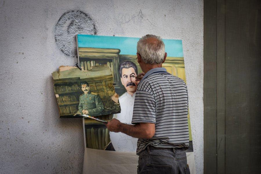 Peintre de rue fan de Staline, Géorgie