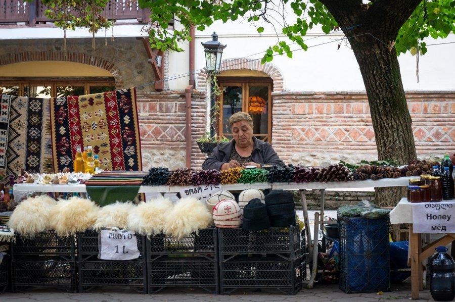 Vendeuse de rue à Sighnaghi, Khakhétie, Géorgie