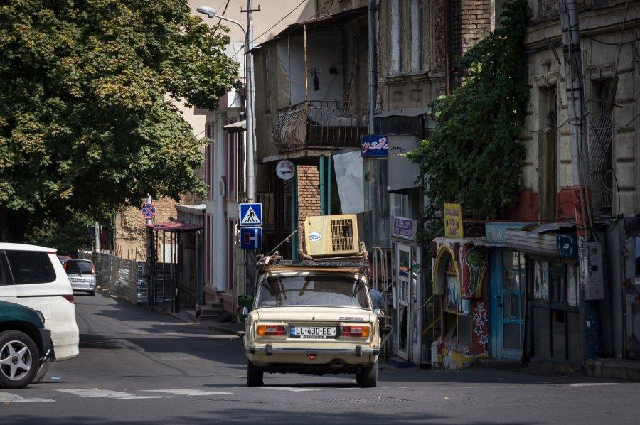 Lada dans une rue de Tbilissi