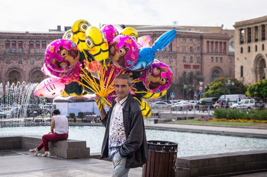 Vendeur de ballons à Erevan, Arménie