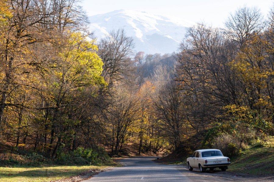 Promenade dans le parc de Dilijan à l'automne, Arménie