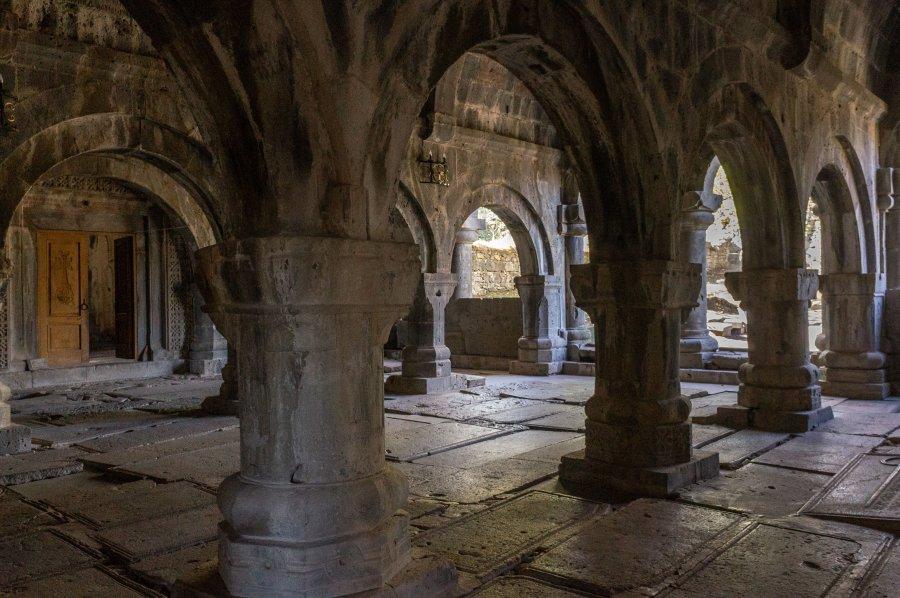 Intérieur du monastère de Sanahin en Arménie