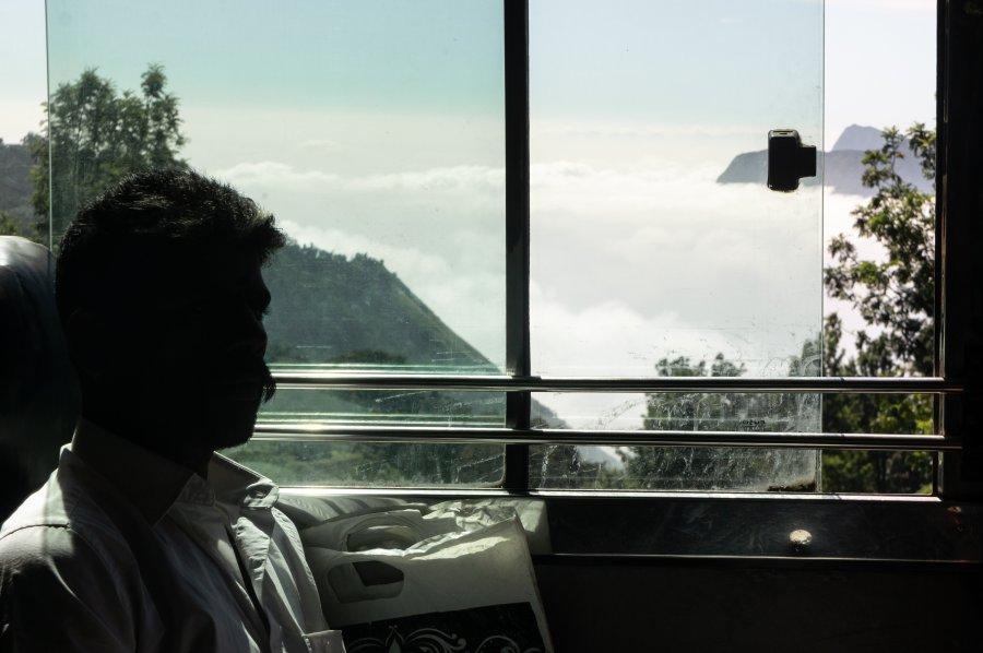 Bus dans les montagnes de Munnar, Kerala, Inde du sud
