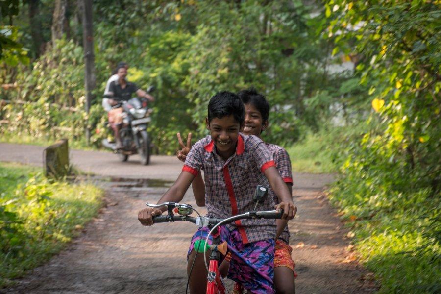 Enfants à Munroe Island, Kerala, Inde du sud