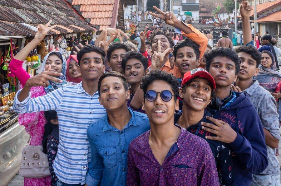 Jeunes Indiens joyeux