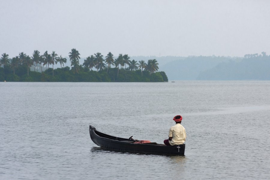 Pirogue sur les backwaters, Munroe Island, Inde