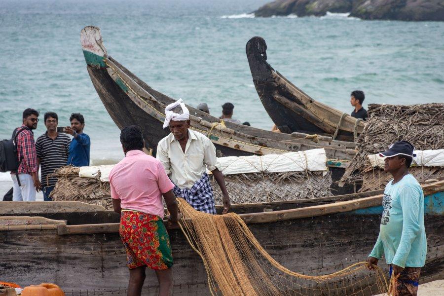 Pêcheurs sur la plage de Kovalam, Inde