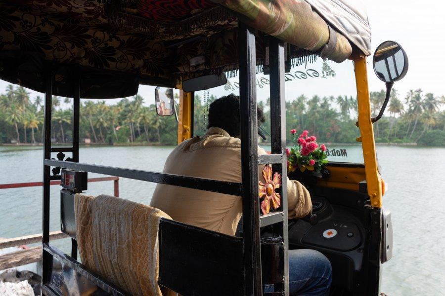 Rickshaw sur l'eau